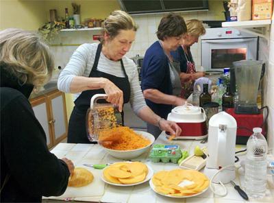 1118-nos-cuisinieres-en-plein-travail-petite